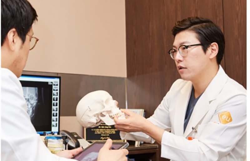 dr kim jong yun หมอแก้ไขคางถอย คางยื่น